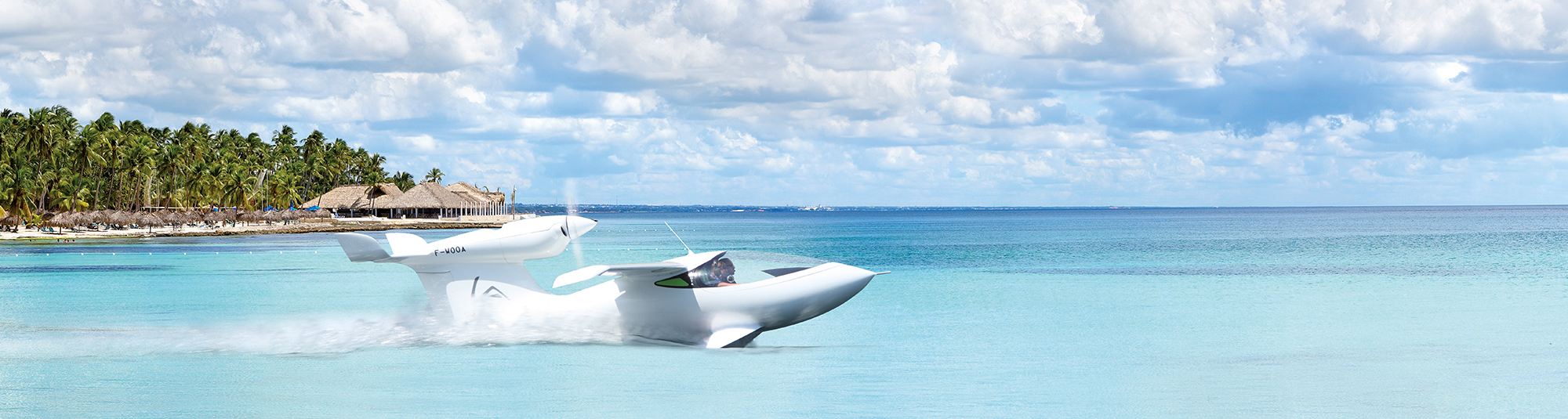 Seaplane gains speed on water thanks to hydrofoils