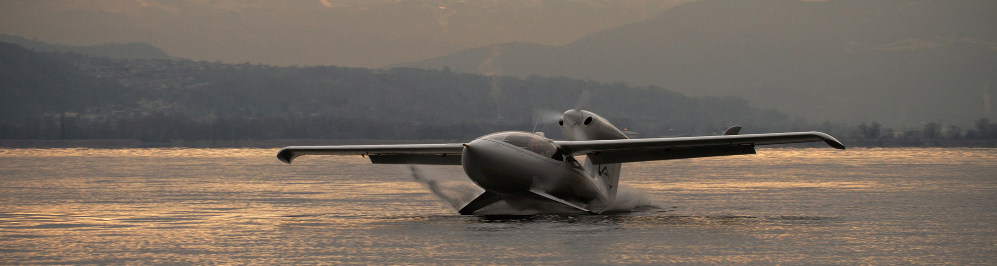 Light amphibious aircraft taking off from wtaer
